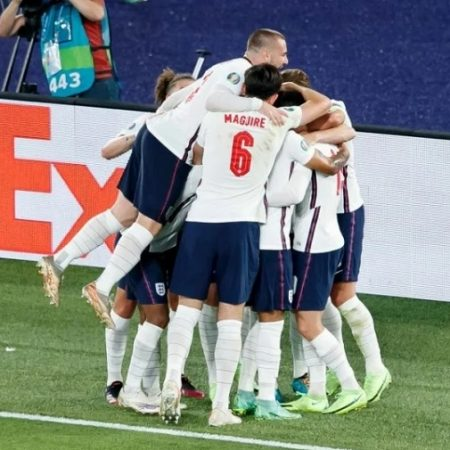 ĐT Anh thắng đậm đối thủ thắng tiến bán kết Euro 2021
